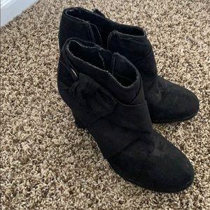 Worn a few times zip side booty heel